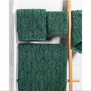 Foliage Jacquard Towel Set of Three